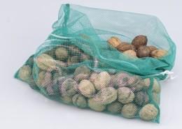 Wiederverwendbarer Fregie mit Nüssen - der wiederverwendbare Obst- und Gemüsebeutel