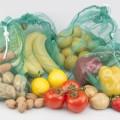 Mehrere Fregies mit frischem Obst und Gemüse - die wiederverwendbare Obst- und Gemüsetüte
